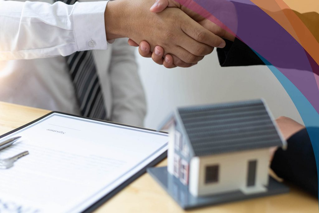 Why is it important to have access to a private lender when doing a real estate flip?